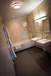 King Size Room En-Suite Bathroom