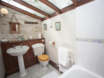 Cart House Double or Twin Room Bathroom