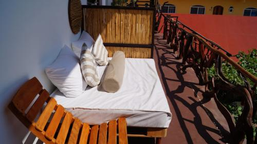 Suite-Triple-Vista a la Piscina-Baño con ducha - Tarifa Base