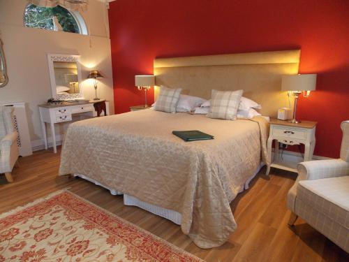 The Waldingfield Room-Superior-Double or Twin-Ensuite with Shower-Garden View - Flexible Room Only Rate