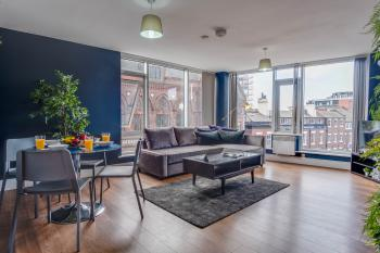Whole Apartment, Comfortable and stylish, Liverpool City Centre, sleeps 8!! -