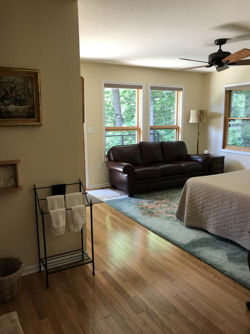Single room-Private Bathroom-Queen-Woodland view-Basswood - Base Rate