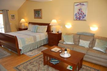 Honeymoon-Apartment-Superior-Private Bathroom-Patio