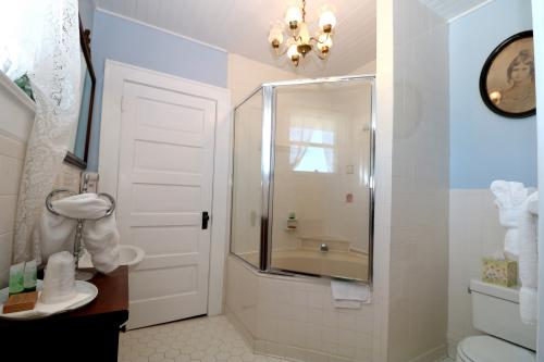 Molly's Yellow Room-Queen-Private Bathroom-Partial Ocean View-Standard - Base Rate