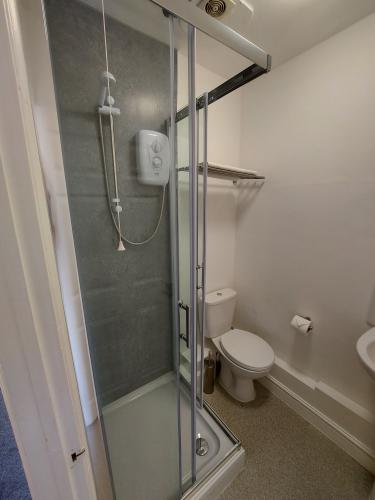 Double room-Budget-Ensuite with Shower-Street View