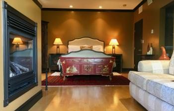 Luxury-Suite-Queen Bed-Ensuite with Bath-Countryside view - Base Rate