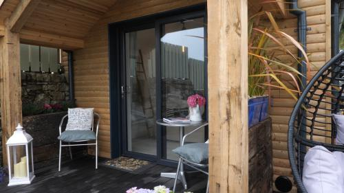 The Beach Hut-Hut-Ensuite with Shower-Partial sea view - Base Rate