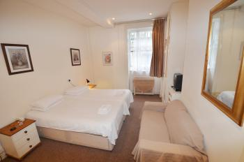 Triple Room with Kitchen and Private bathroom - Lower Ground