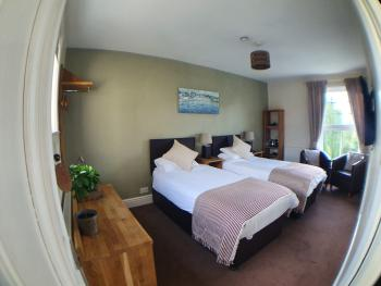 Classic-Twin room-Ensuite with Shower-River view