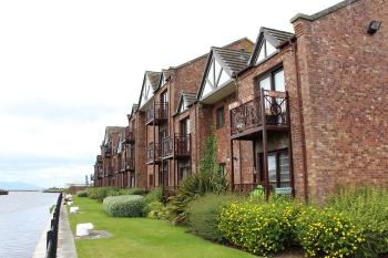 Riverside Apartment - Superb Surroundings
