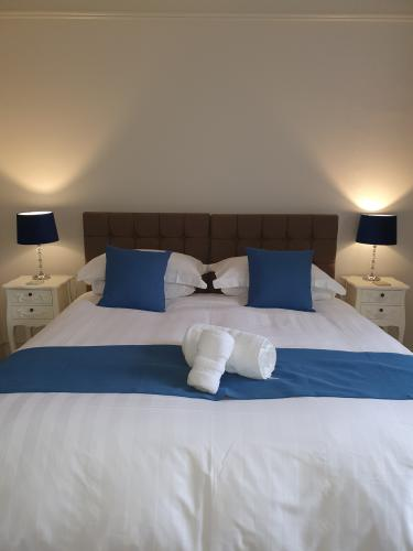 Azalea Room-Luxury-Double room-Ensuite with Bath-Garden View - Base Rate