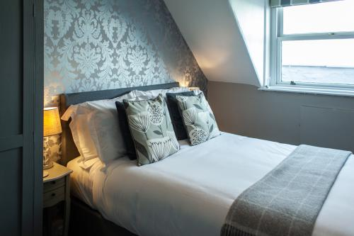 Double room-Comfort-Ensuite with Shower-Sea View-Small & on the Top Floor  - Base Rate