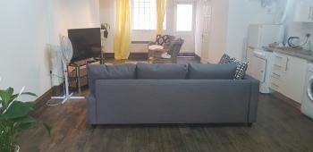 Studio Flat in Stoke Newington High Street -