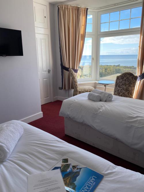 Double or Twin-Deluxe-Ensuite with Shower-Sea View-SV Deluxe Double/ Twin