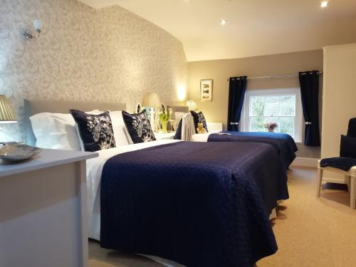 Comfy King size  and Single Bed. Stunning view of the Iron Bridge