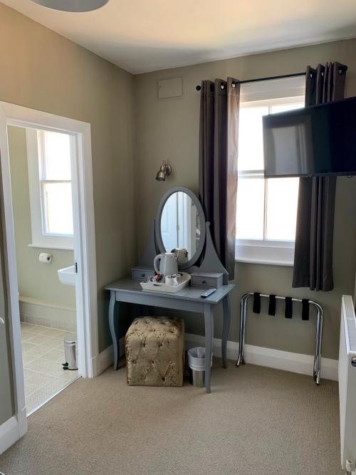 Single room-Superior-Ensuite with Shower