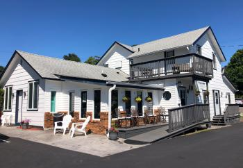 Welcome to Harbor's Edge Motel