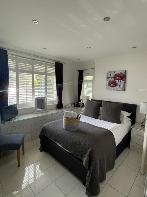 Double room-Basic-Ensuite-GroundFloor-Small Ensuite - Base Rate
