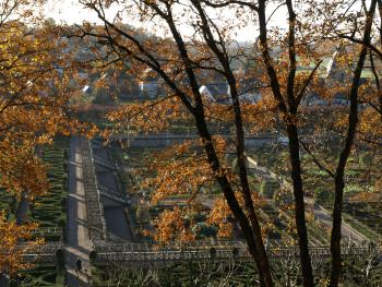 Notre propriété vue des Jardins du château