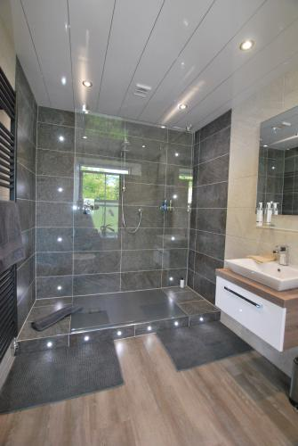 Deluxe-King-Ensuite with Shower-Sea View-Estuary floor level 1