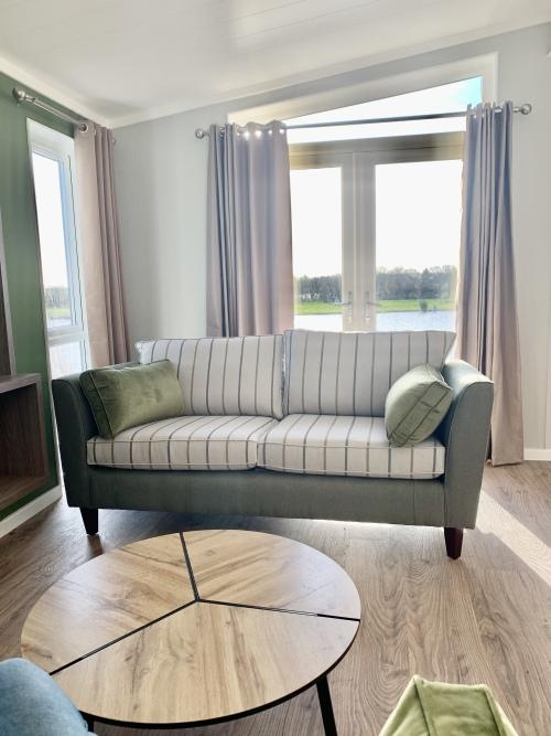 Lodge-Modern-Private Bathroom-Lake View-Lavender Lodge - Base Rate