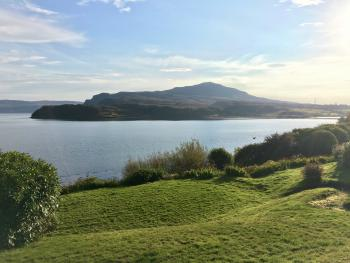 An-Airidh Bed & Breakfast Portree - Loch side location with gardens to the sea shore.