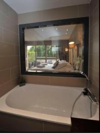 Double-Supérieure-Salle de bain-Vue sur Piscine