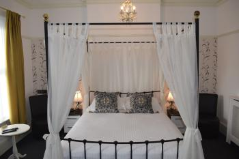 Double room-Superior-Ensuite-With Four Poster Bed