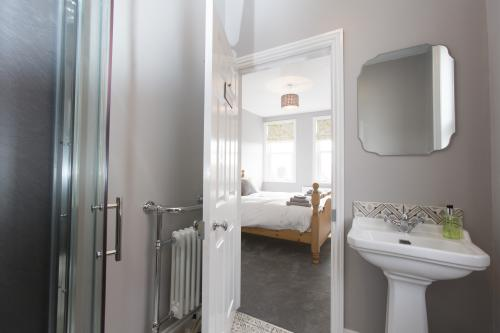 Double room-King-Ensuite-Sea View-Room 1 - Base Rate