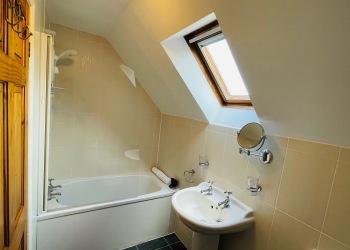 Bluebell Cottage bathroom