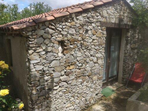 Maisonnette en pierre Monte Cardo