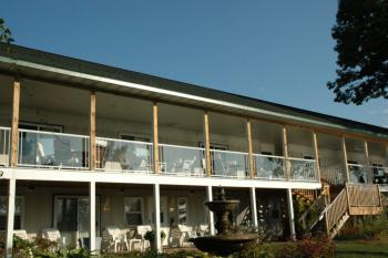Winfield Inn Double Queen-Double room-Private Bathroom-Lake View