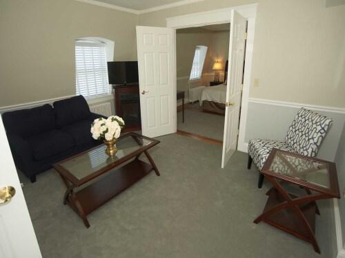 The Manor132 Suite (no pe-Quad room-Ensuite-Standard - Base Rate