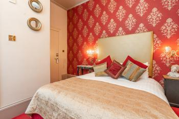 Renaissance | Cosy Double Guest Room | Blanch House