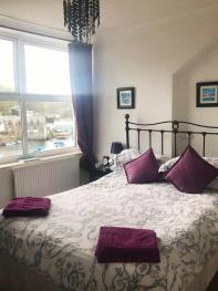 Double room-Standard-Ensuite-Front room (Compact)