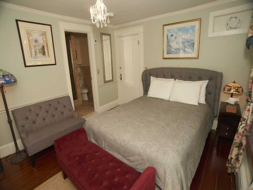 The Inn 6 Queen (no pets)-Double room-Ensuite-Standard - Base Rate