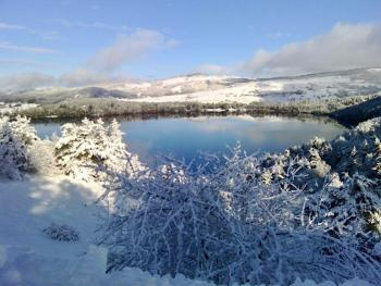Lac d'Issarlès enneigé