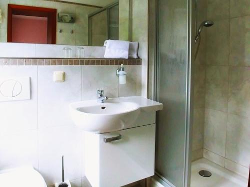 Zweibettzimmer-Komfort-Ensuite Dusche