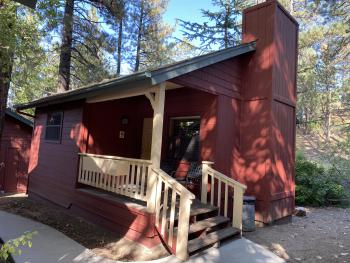 1 Bedroom Cabin with Jacuzzi & Kitchen at Cozy Hollow 9 -