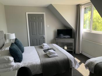 Room 4 (with ensuite shower room - sleeps 3)