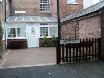 Grove House Guest House - Front entrance