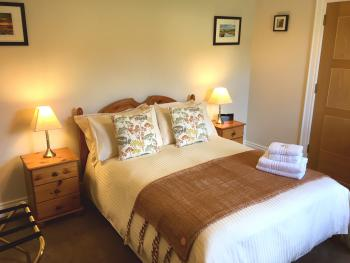 Double room-Deluxe-Ensuite with Shower-Mountain View-Bearnagh - Base Rate