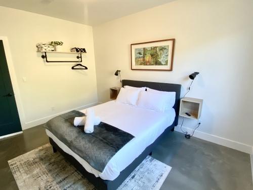 Comfort-Queen-Ensuite with Shower-Mountain View-Ground Floor - Breakfast Included