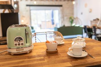 Le café et le thé sont à votre disposition - La Grange - Bruyères-et-montberault