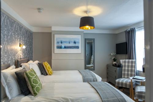 Twin room-Classic-Ensuite with Shower-Inland View