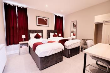 Everest Lodge Luxury Serviced Apartments - Farnborough - Comfortable Single Beds