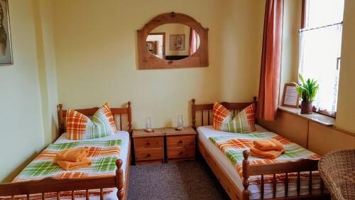 Zweibettzimmer-Komfort-Ensuite Dusche-Blick auf den Hof - Basistarif