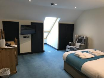 Moelfre - Seaview - En-suite with walk in shower
