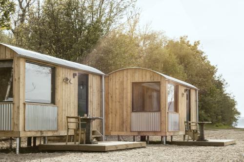 Luxury Shepherd's Hut | Ensuite with shower | Sea View | B&B