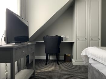Room 2 (with separate private bathroom)